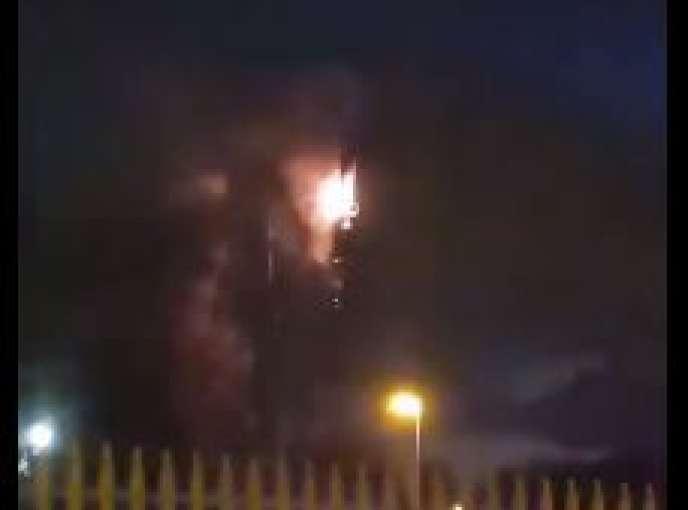 Images d'amateur d'une antenne téléphonique en feu à Birmingham, le 4avril.
