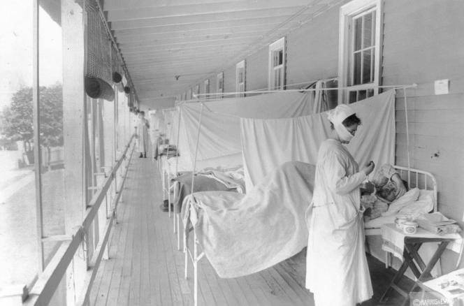 A l'hôpital Walter Reed à Washington, pendant l'épidémie de grippe qui a infecté un tiers de la population mondiale, ici en novembre 1918.