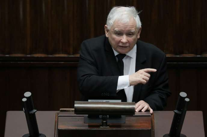 Le chef du parti Droit et justice, Jaroslaw Kaczynski, lors de la session à la Diète consacrée au Covid-19, le 6 avril à Varsovie.