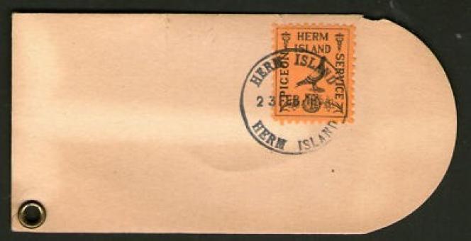 Compter une vingtaine d'euros pour ce timbre sur son support de la poste par pigeons de l'île de Herm (1949).