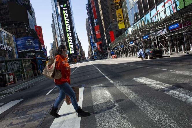 Sur Times Square, à New York, le 6avril 2020.