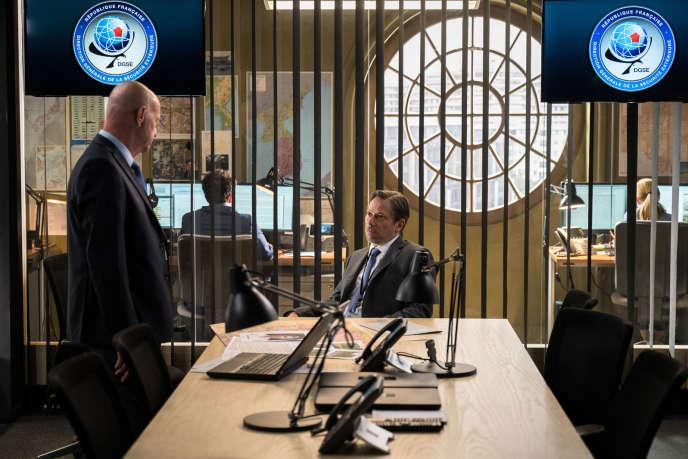 """Laurent Grévill (Ponte) and Mathieu Amalric (JJA) in season 5 of the """"Bureau des légendes""""."""