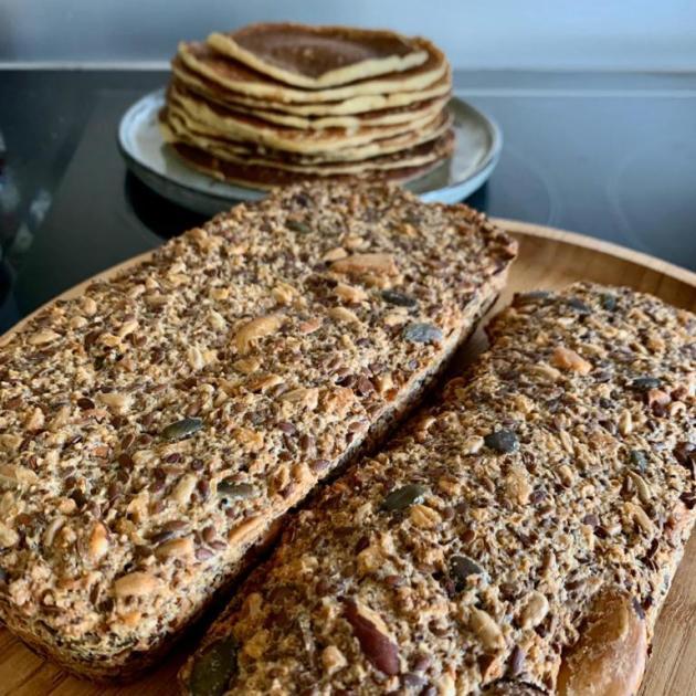 Tranches de pain et pancakes de la maison Bardet.