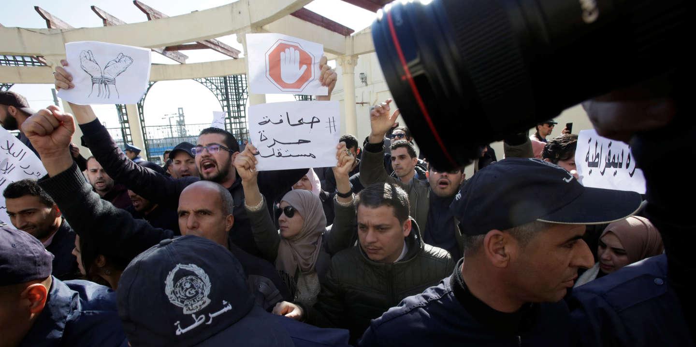 Algérie : huit mois de prison pour un journaliste arrêté dans le cadre du Hirak