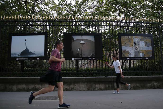 Près du Jardin du Luxembourg, à Paris, le 7 avril 2020.