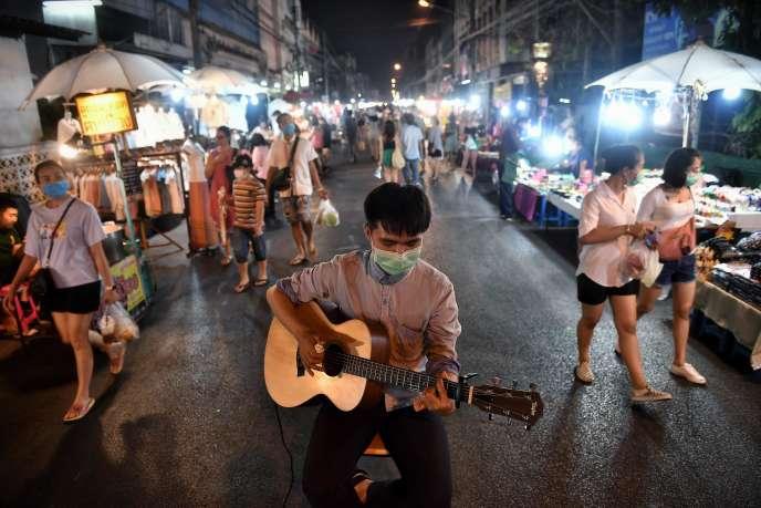 Dans un marché de Chiang Mai, en Thaïlande, le 14 mars.