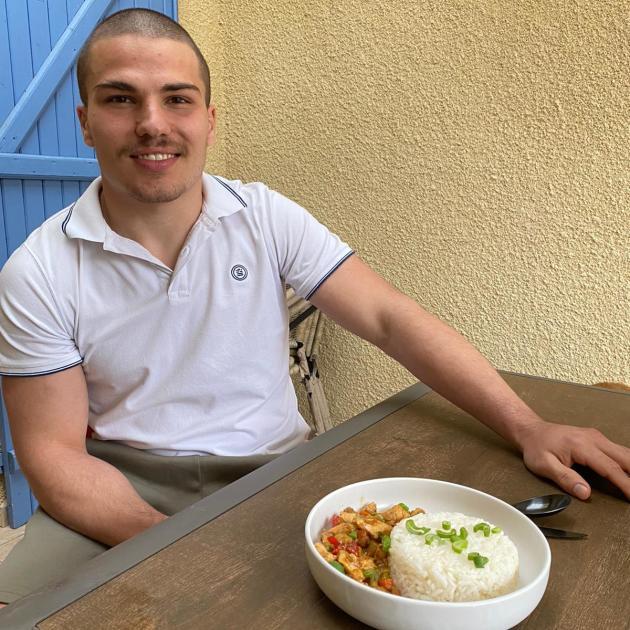 Antoine Dupont en pleine expérimentation, perpétuant la tradition de l'ancien hôtel-restaurant familial de Castelnau-Magnoac (Hautes-Pyrénées).