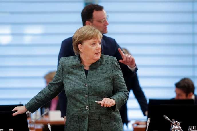 La chancelière allemande Angela Merkel et le ministre de la santé Jens Spahn, le 8 avril 2020 à Berlin.