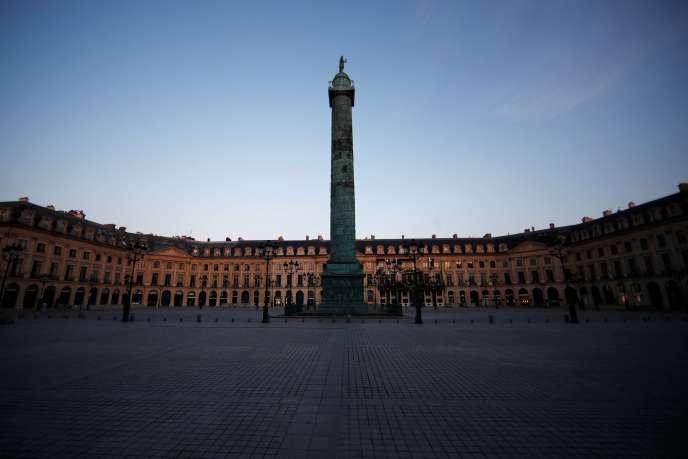 La place Vendôme, à Paris, le 8 avril en plein confinement imposé pour lutter contre la propagation de l'épidémie de Covid-19.