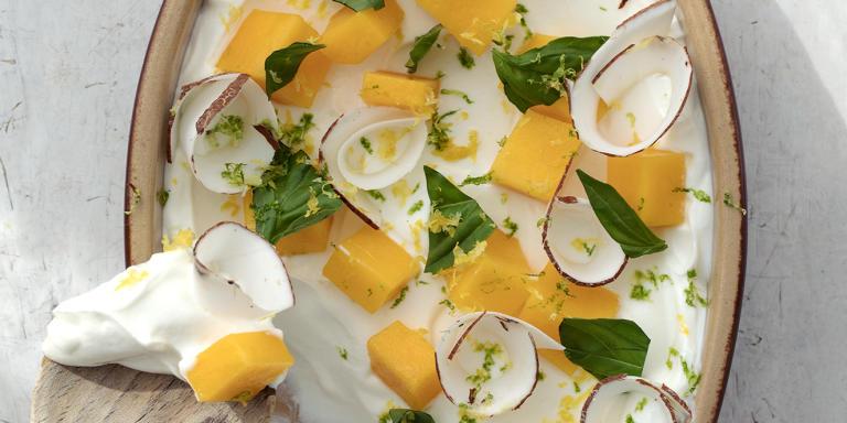 Yaourt coco, mangue, basilic.