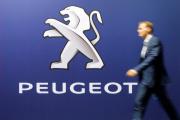 Le logo de la marque Peugeot, qui appartient au groupe PSA, au salon de l'automobile de Zurich, en octobre 2019.