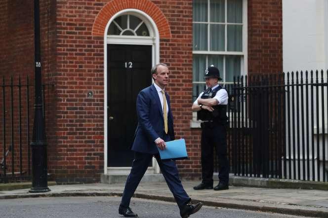 Le ministre des affaires étrangères et premier secrétaire d'Etat britannique, Dominic Raab, sur Downing Street, à Londres, le 7 avril.