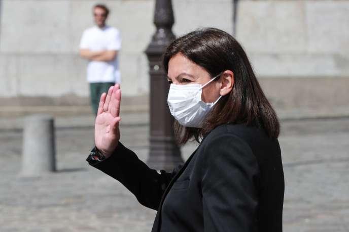 La maire de Paris, Anne Hidalgo, près de la basilique du Sacré-Cœur (18earrondissement), le 9 avril.