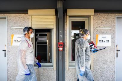 Tournée du soir des médecins réservistes affectés au centre de médicalisation de malade du Coronavirus à Perpignan Sud, le 8 avril.