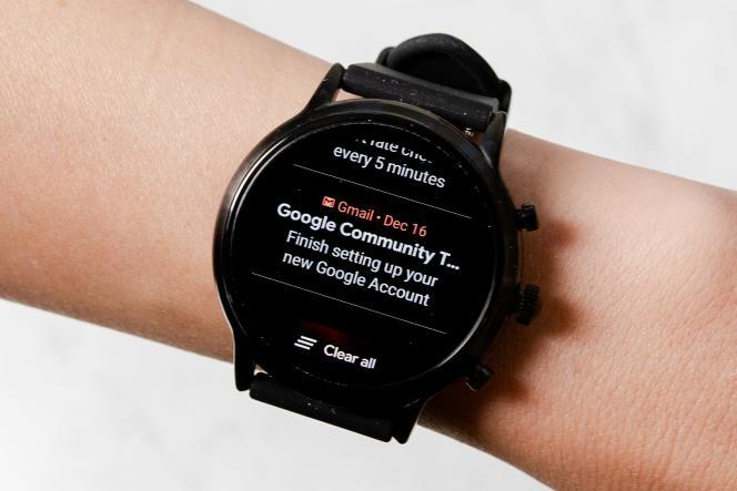 Wear OS transmet les notifications rapidement mais il peut être pénible de faire défiler de longues chaînes de messages.