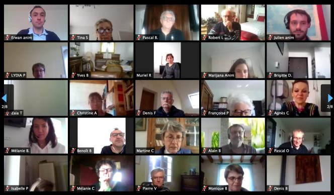 Les membres de la convention citoyenne pour le climat, connectés sur l'outil en ligne Zoom, pour une session extraordinaire, les 3 et 4 avril, lors de laquelle ils ont réfléchi à une stratégie de sortie de crise.