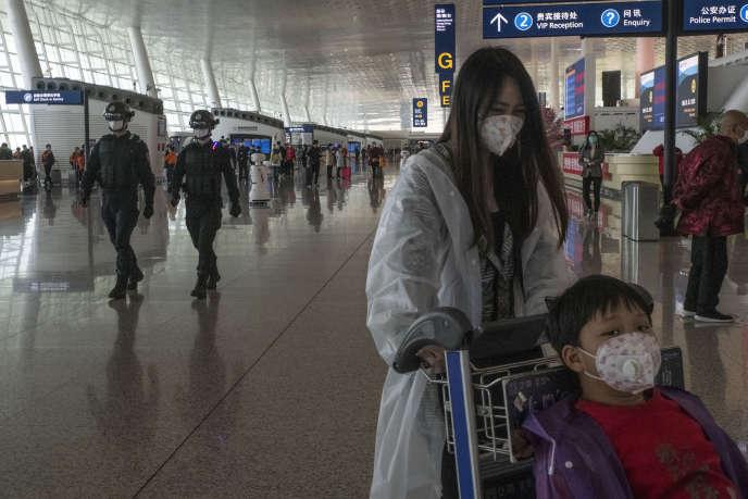A l'aéroport de Wuhan (Hubei), le jour de sa réouverture officielle, le 8 avril 2020.