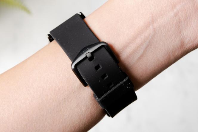 Fossil propose un bracelet en silicone, en cuir ou en métal en fonction du modèle que vous choisissez.