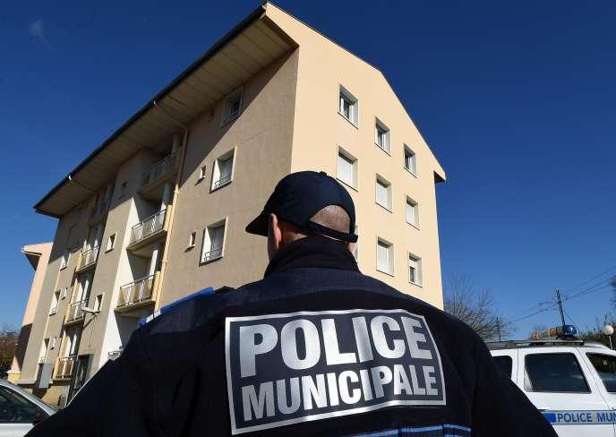 Un policier municipal de Béziers (Hérault), en janvier 2015.
