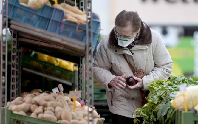 Un marché de Vienne, le 30 mars.