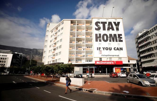 Sur un immeuble du Cap, en Afrique du Sud, le 26mars 2020: « Restez chez vous si vous le pouvez.»