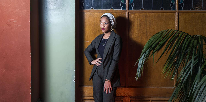 Genève, mars 2020. Alaa Salah Ali Taha, Militante, figure de la Révolution soudanaise. Une version édulcorée du FIFDH ( Festival International des Droits Humains) s'est tenue à Genève à cause du Corona virus. Avec la participation de Alaa Salah, cette jeune étudiante de Khartoum qui est devenue une icône de la révolution soudanaise grâce à la mobilisation populaire et une image devenue symbole. © Olivier Vogelsang