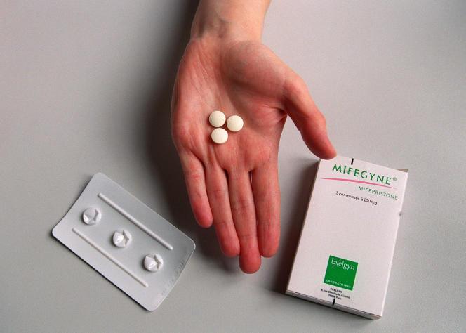 Des pilules deRU486,un stéroïde synthétique utilisé comme abortif, le 25 octobre 2000 à Paris.