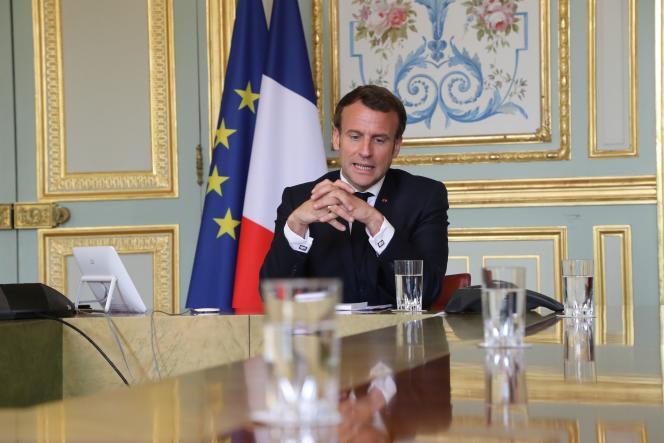 Emmanuel Macron en vidéoconférence avec le directeur général de l'OMS, Tedros Adhanom Ghebreyesus, le 8 avril à l'Elysée.
