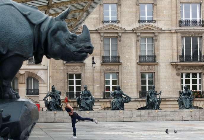 Devant le musée d'Orsay, le 7 avril.