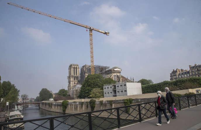 La cathédrale Notre-Dame de Paris, pendant la période de confinement liée au Covid-19, le 13 avril.