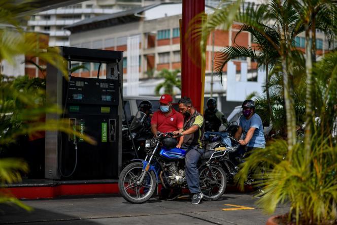 Dans une station-service, le 7 avril à Caracas, la capitale du Venezuela.