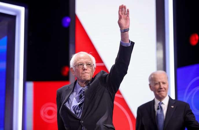 Bernie Sanders et Joe Biden, sur la scène du dixième débat des primaires démocrates, à Charleston, en Caroline du Sud, le 25 février.