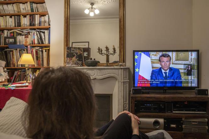 Allocution télévisée d'Emmanuel Macron à propos de la pandémie de Covid-19, le 13 avril, à Paris.