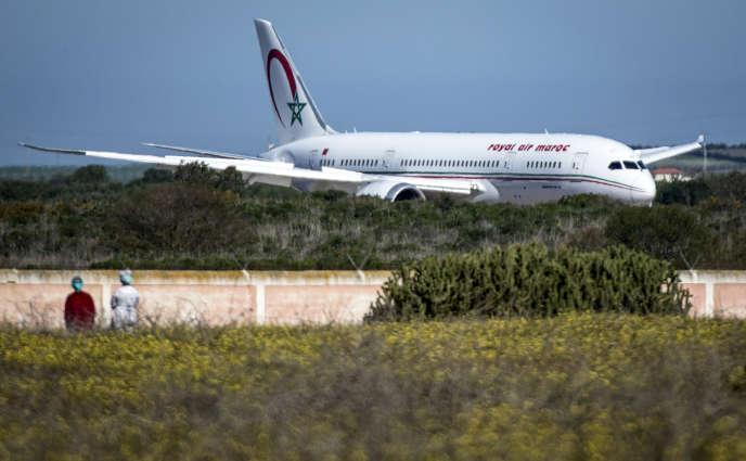 Un avion de Royal Air Maroc rapatriant des ressortissants marocains depuis Wuhan, en Chine, à l'aéroport de Benslimane, le 2février 2020.