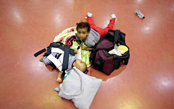 Des enfants éthiopiens revenus d'Arabie saoudite, à l'aéroport d'Addis-Abeba, en juillet 2017.