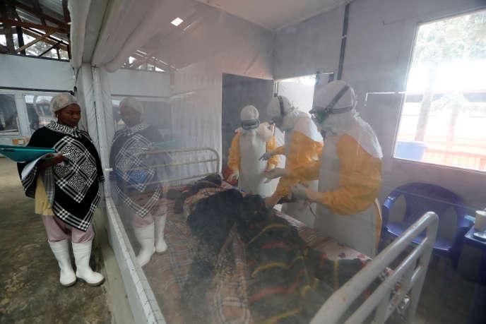Dans une unité de soins d'urgence au centre de traitement Ebola à Katwa, près de Butembo, dans le Nord-KIvu, en RDC, le 3 octobre 2019.