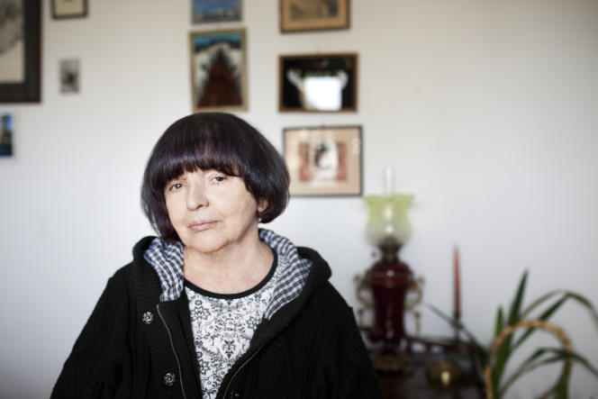 L'écrivaine polonaise Hanna Krall, chez elle, à Varsovie, en 2019.
