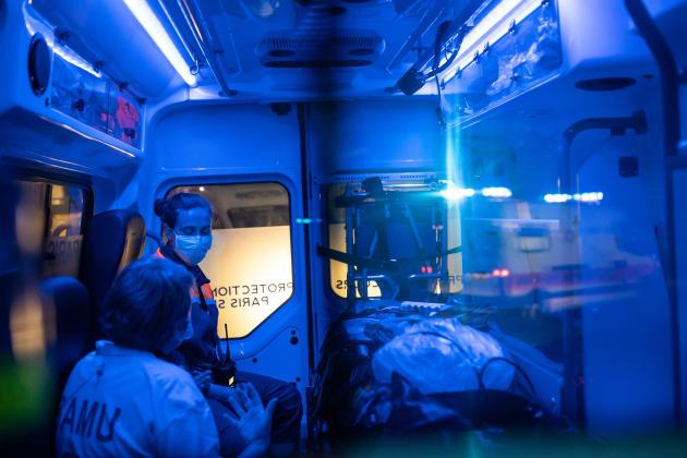Laure, secouriste bénévole de la protection civile, fait partie de l'opération Chardon. Elle s'entretient avec Adeline, médecin à Poitiers.