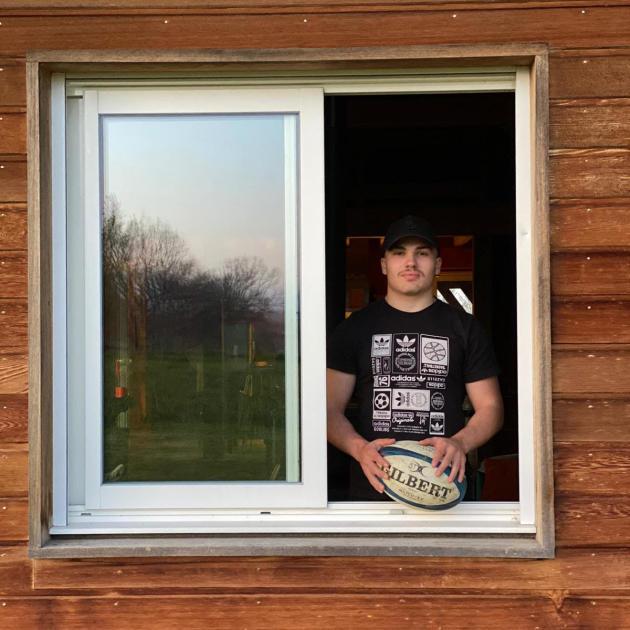 Le rugbyman Antoine Dupont, dans la maison de son frère à Castelnau-Magnoac (Hautes-Pyrénées),au mois de mars.