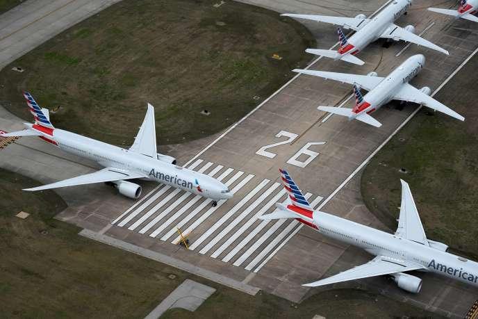Des avions d'American Airlines stationnés, le 23 mars à Tulsa (Oklahoma).