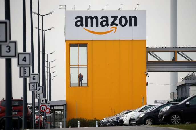 Le centre logisitque d'Amazon à Lauwin-Planque (Nord), le 19 mars.