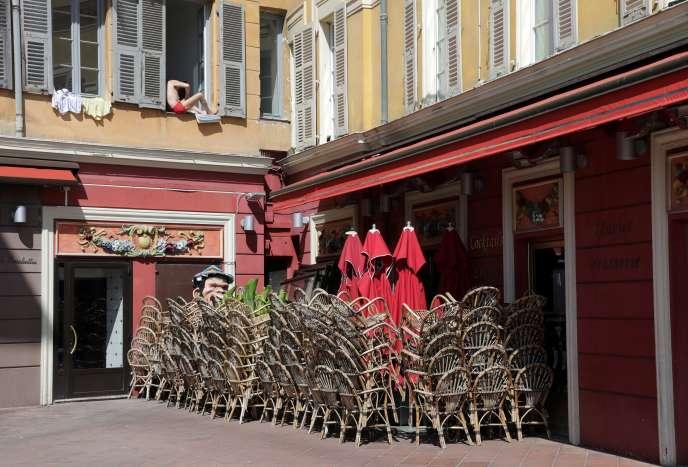 Un restaurant fermé à Nice, le 14 avril.