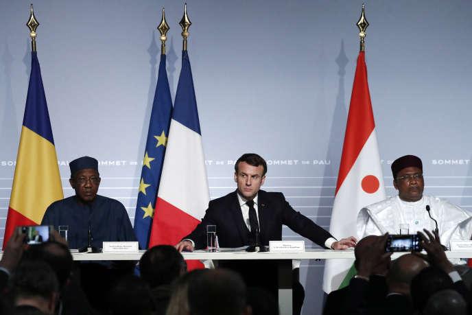 De gauche à droite: les présidents Idriss Déby (Tchad), Emmanuel Macron (France) et Mahamadou Issoufou (Niger), au sommet du G5 Sahel, à Pau, le 13janvier 2020.