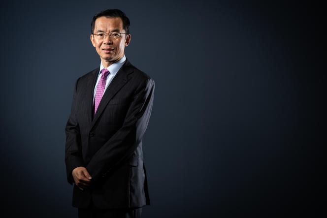 L'ambassadeur de Chine Lu Shaye pose à Paris, le 10 septembre 2019.