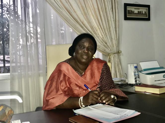 Aminata Touré, maire de Kaloum, dans son bureau à Conakry, en avril 2020.