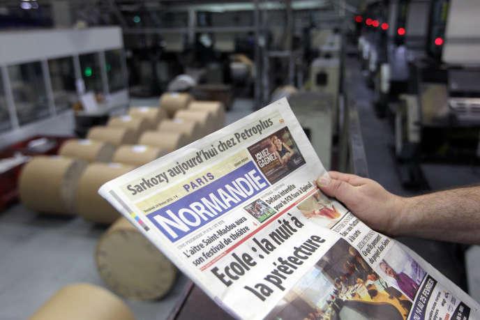 Photo prise, le 24 février 2012, de la «une» du journal «Paris Normandie» dans l'imprimerie du journal à Déville-lès-Rouen (Seine-Maritime).