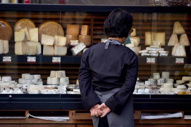 La devanture d'une fromagerie à Paris, le 16 avril.