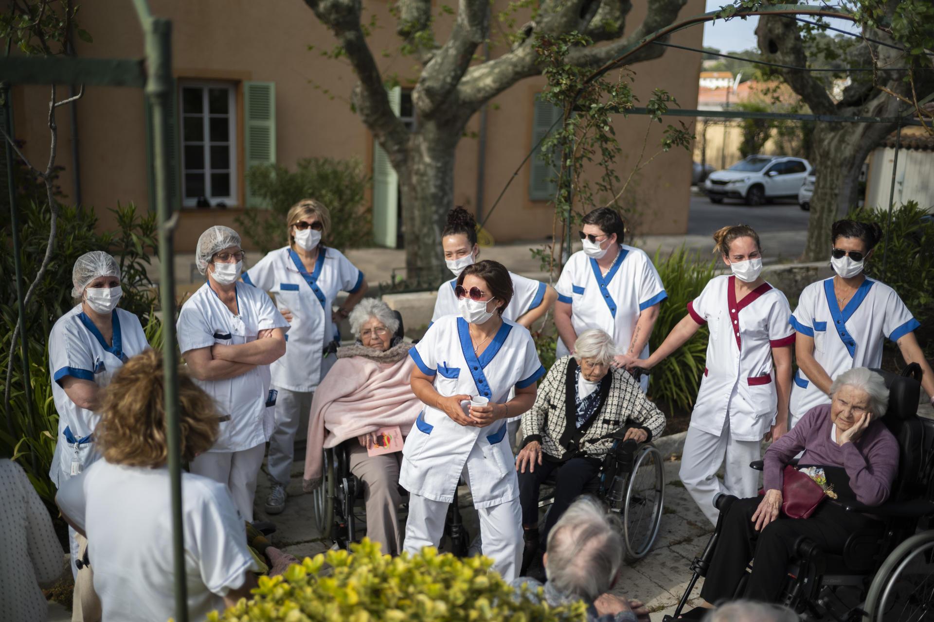 Depuis deux semaines, le personnel s'est confiné avec les pensionnaires afin de limiter leur contact avec l'extérieur.