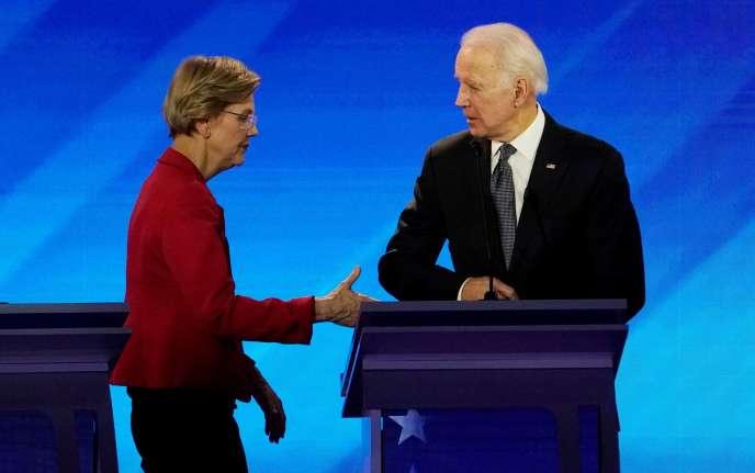 Elizabeth Warren et Joe Biden lors du débat entre candidats à l'investiture présidentielle démocrate, à Manchester (New Hampshire), le 7 février.