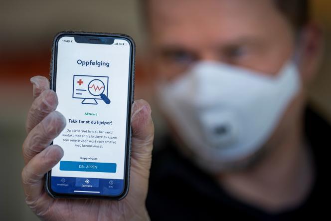 L'application norvégienne de traçage des cas contacts Smittestopp, présentée à Oslo, le 16avril.